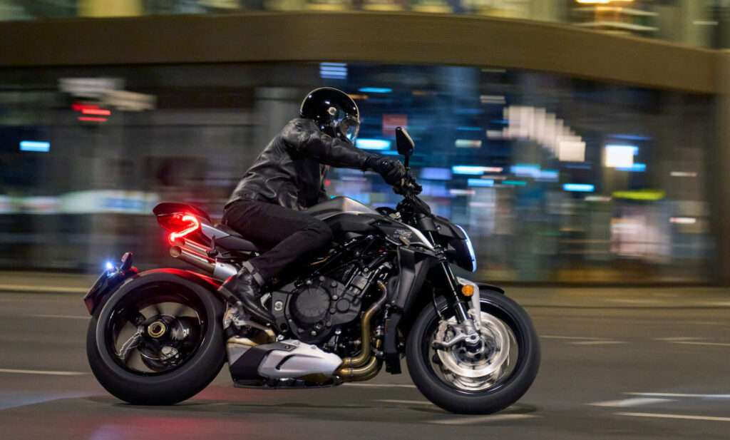 MV Agusta Brutale 2022 in the city at night